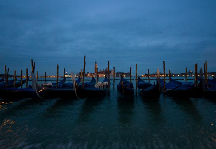 Gondeln am Lido, Venedig