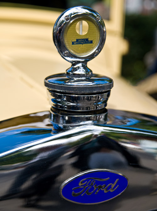 Ford-Kühlerfigur